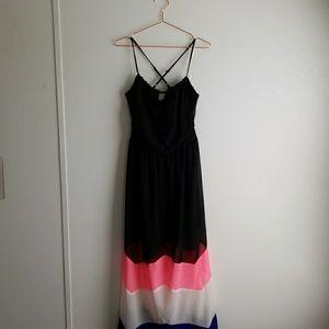 Dresses & Skirts - Keyhole Maxi Dress